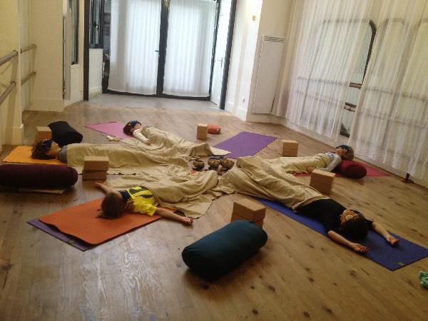 Stage Corps &amp; Mouvement pour les 6-12 ans / 12-18 ans.<br /> <br /> Relaxation finale, cours de Yoga